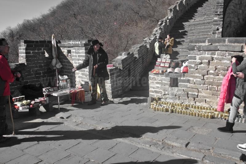 La muralla china no solo es el pasado sino tambien el hoy viendo como la gente sobrevive sobre su historia