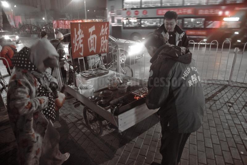 Puesto callejero de comida china en Pekin